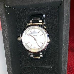 Nixon the facet 38 watch